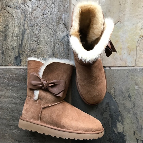 AUTHENTIC UGG AUSTRALIA DAELYNN SHEARLING BOOTS Women's 9
